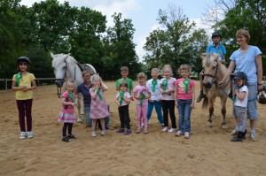 Gruppenaufnahme der Teilnehmer unserer Reiterferien